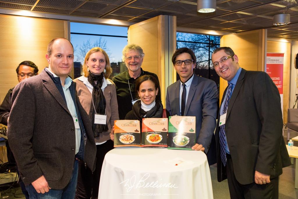 Une entrepreneure qui à développé son projet d'entreprise en suivant le cours « L'esprit entrepreneurial ». Elle était présente à la soirée de réseautage qui s'est tenu à HEC Montréal pour conclure le cours en ligne.