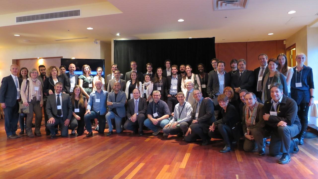 Les fondateurs des huit entreprises sélectionnées accompagnées de certains de nos partenaires.